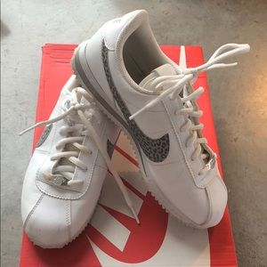 Nike cortez I guess it is kid size fits 6 the best